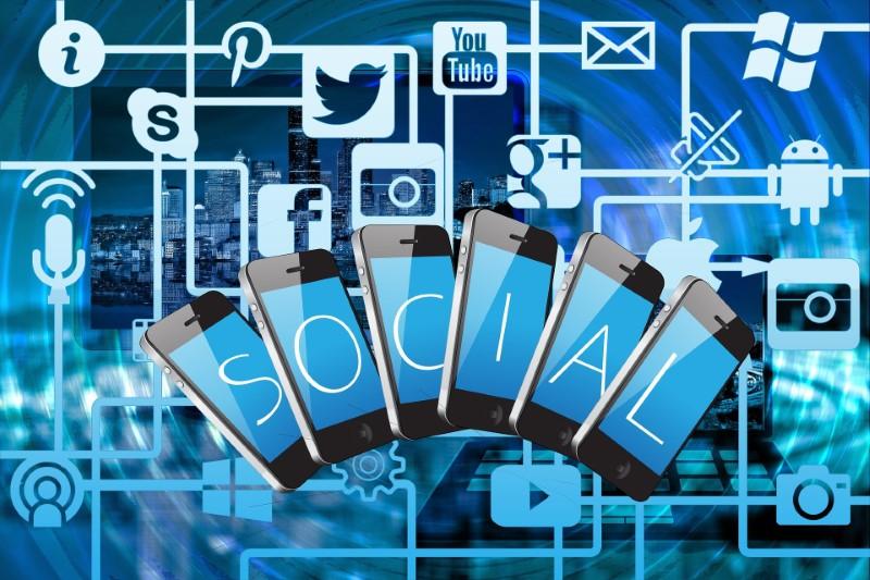 Spletno oglaševanje preko socialnih medijev